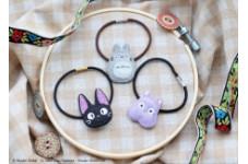 人気アクセサリーシリーズ「もりのぽんぽね」より、トトロ、ジジ、坊ネズミを柔らかな風合いの刺繍であしらった「刺繍アクセサリーシリーズ」が2021年10月下旬より発売