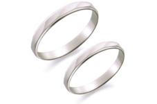 プラチナ素材の結婚指輪が3万円台から!!