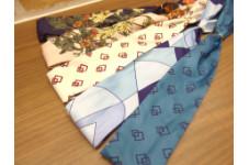いつものシャツの雰囲気を変えるレディーススカーフ ¥2,189(税込)